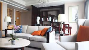 Hochwertige Bettwaren, Minibar, Zimmersafe, Schreibtisch