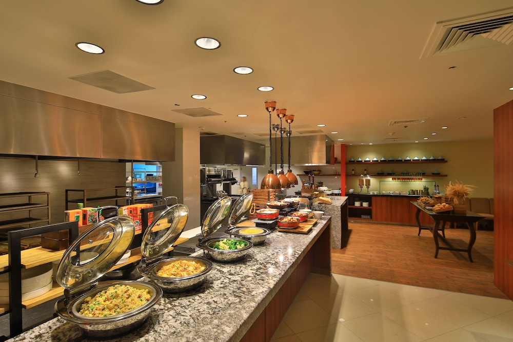 Buffet, Guam Plaza Resort & Spa