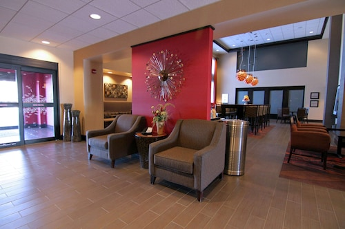 Hampton Inn & Suites Grand Forks, ND