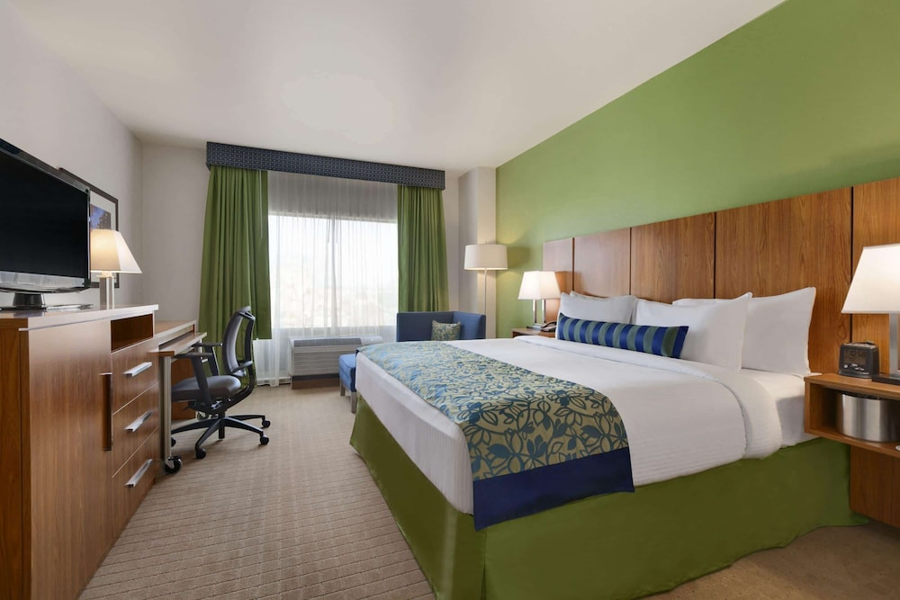 Room, Wyndham Garden San Antonio Riverwalk/Museum Reach