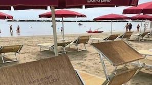 Lettini da mare, ombrelloni, teli da spiaggia
