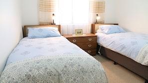 3 bedrooms, desk, free cots/infant beds