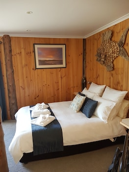 Bed in the Treetops Bed & Breakfast Tasmania Australia