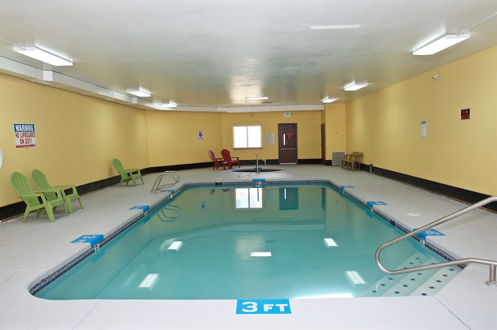 Indoor Pool, King Oscar Motel