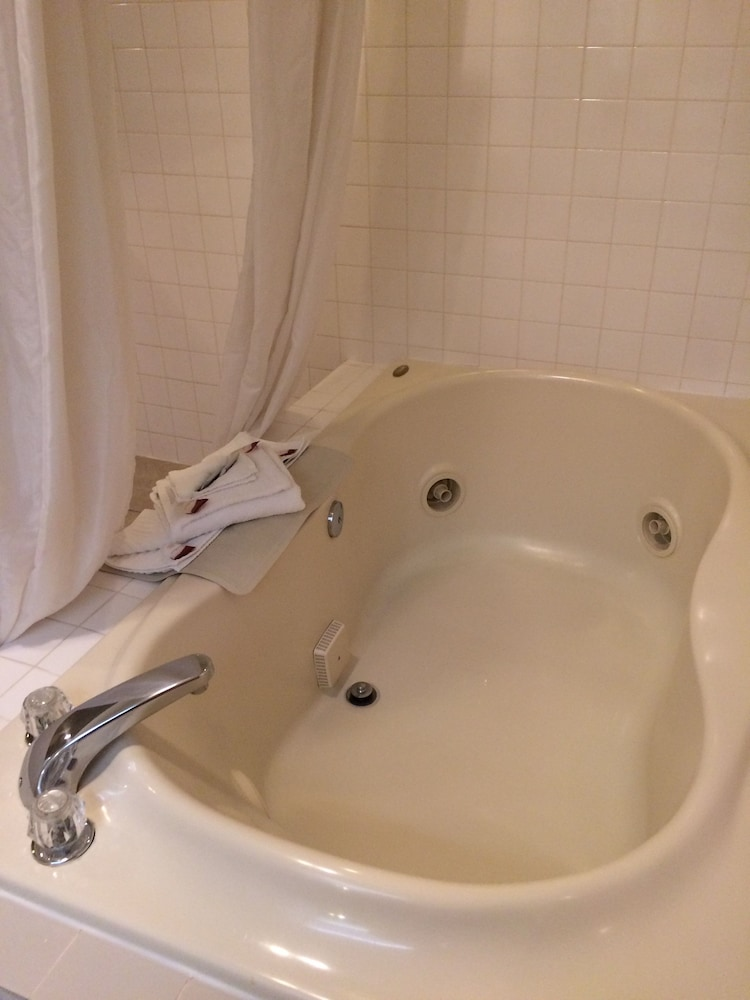 Jetted Tub, King Oscar Motel