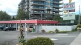 Holiday House Motel - Penticton Hotels