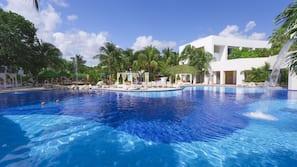 5 piscinas al aire libre, cabañas de piscina gratuitas, sombrillas