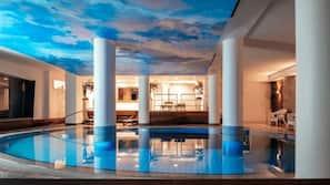 Piscina coperta, piscina stagionale all'aperto