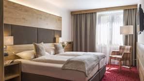 Hypo-allergenic bedding, in-room safe, laptop workspace, free WiFi