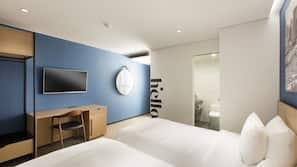 Premium bedding, down duvet, in-room safe, blackout curtains