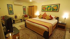 7 bedrooms, premium bedding, in-room safe, desk