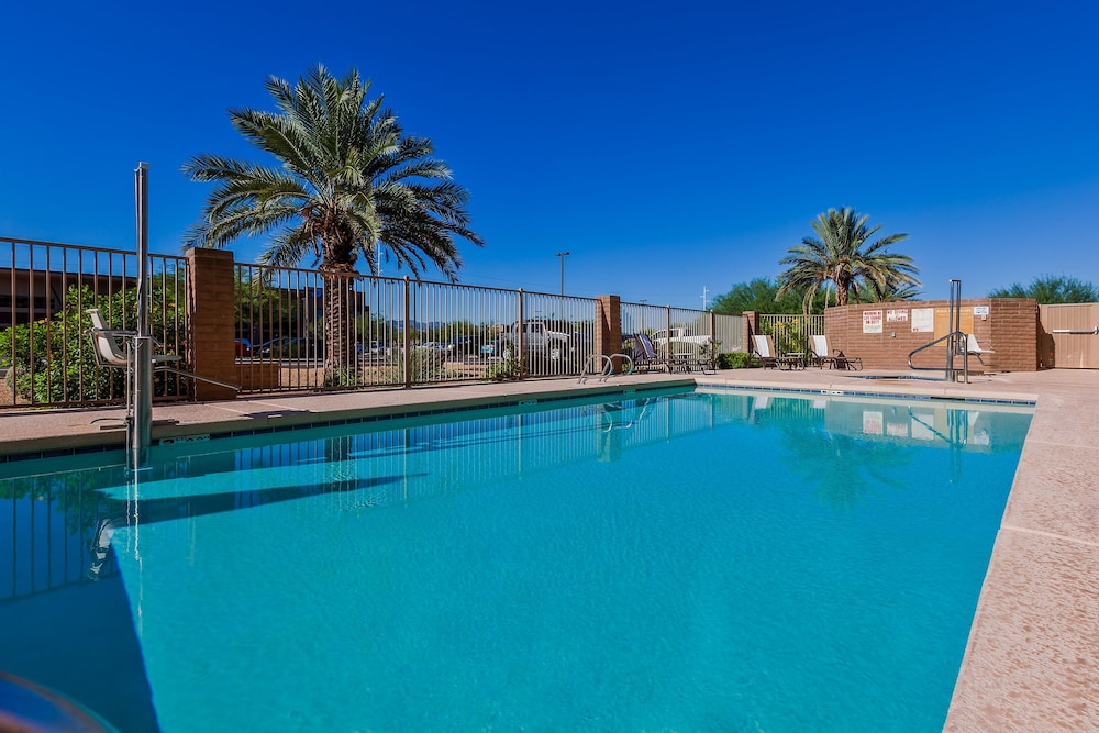 Pool, Candlewood Suites Tucson, an IHG Hotel