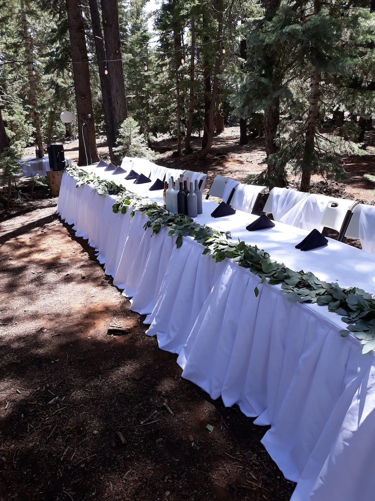 Outdoor Wedding Area, Pinewoods Resort