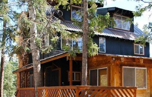 Exterior, Pinewoods Resort