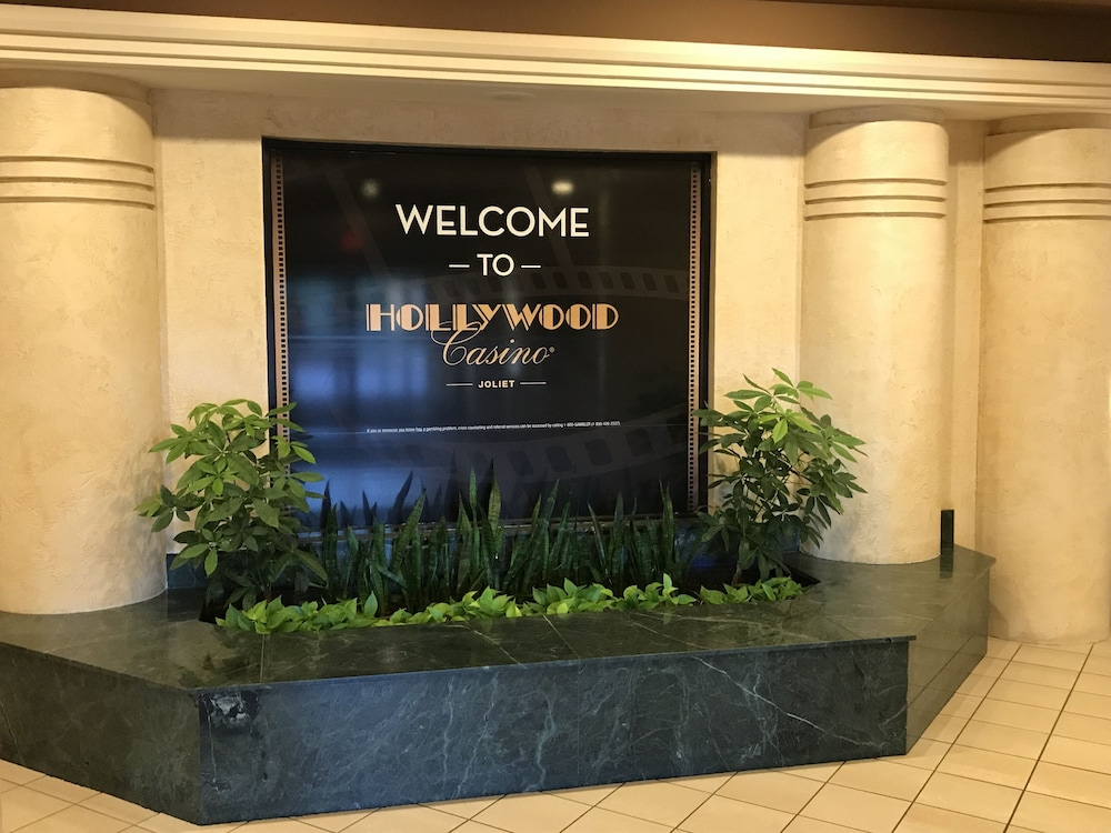 Hollywood casino joliet hotel reviews