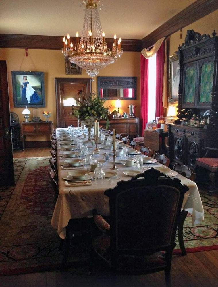 Dining, The Reynolds Mansion