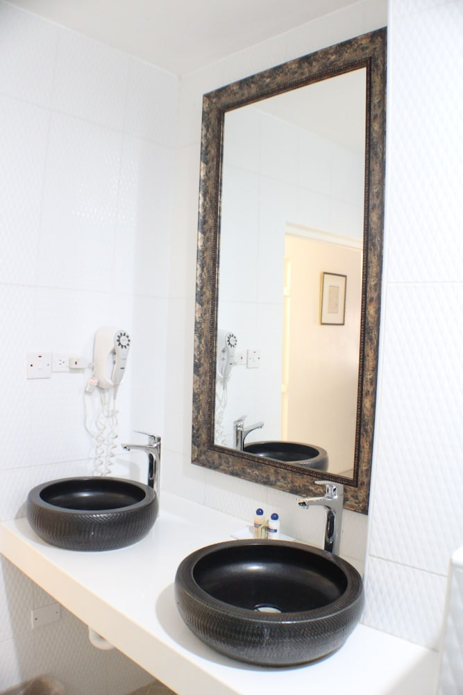 Bathroom, Altamont Court Hotel