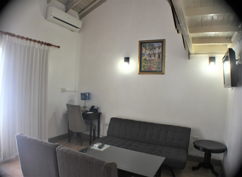 Living Area, Altamont Court Hotel