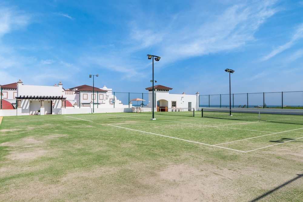 Tennis Court, Grand Residences Riviera Cancun