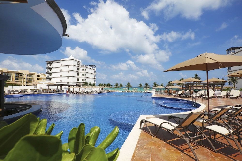 Pool, Grand Residences Riviera Cancun