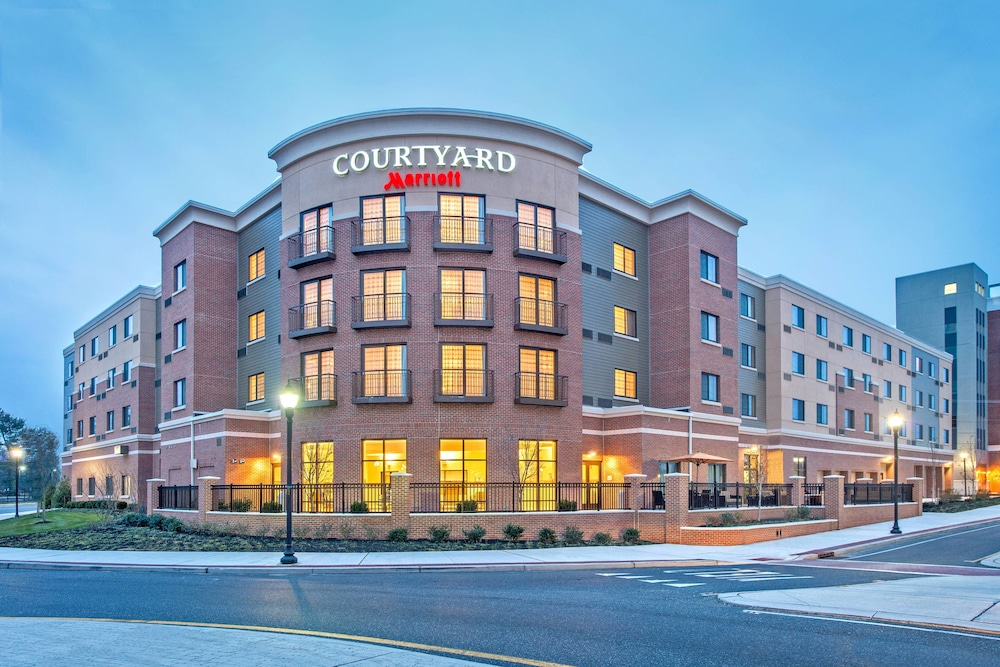 Featured Image, Courtyard Glassboro Rowan University