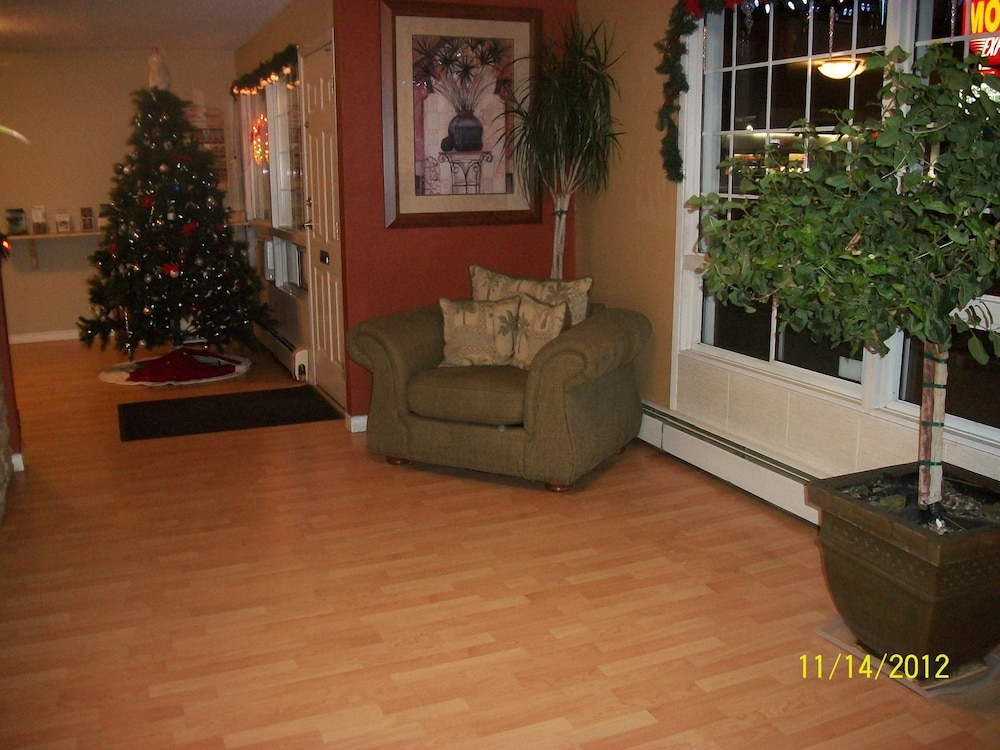 Lobby Sitting Area, Schell Motel Express