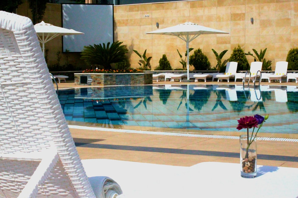 Outdoor Pool, Grand Park Hotel