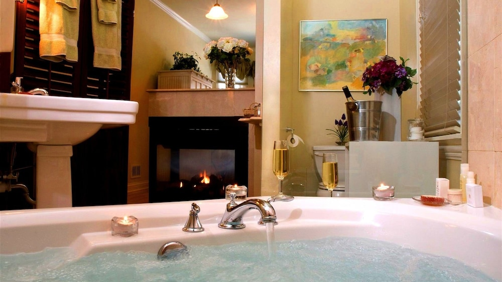 Jetted Tub, Harvey House Bed & Breakfast