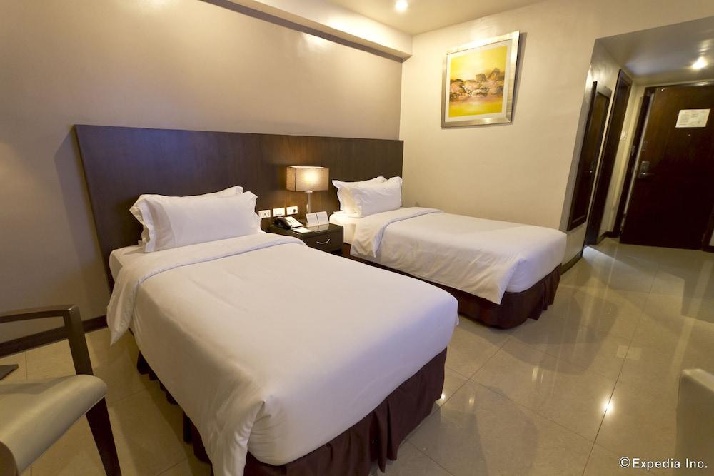 Mandarin plaza hotel cebu phl - Mandarin hotel cebu swimming pool ...