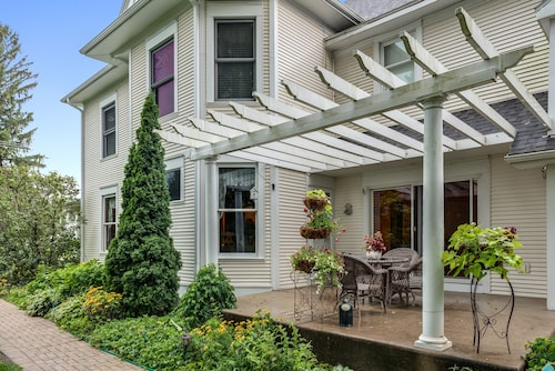 Great Place to stay Covington Manor near Cambridge