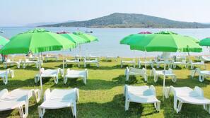 Playa privada cerca, tumbonas, sombrillas y submarinismo