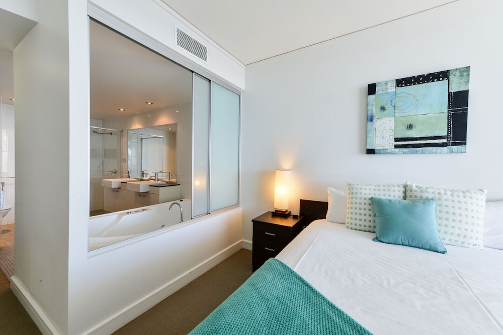 Exterior Detail Featured Image Guestroom