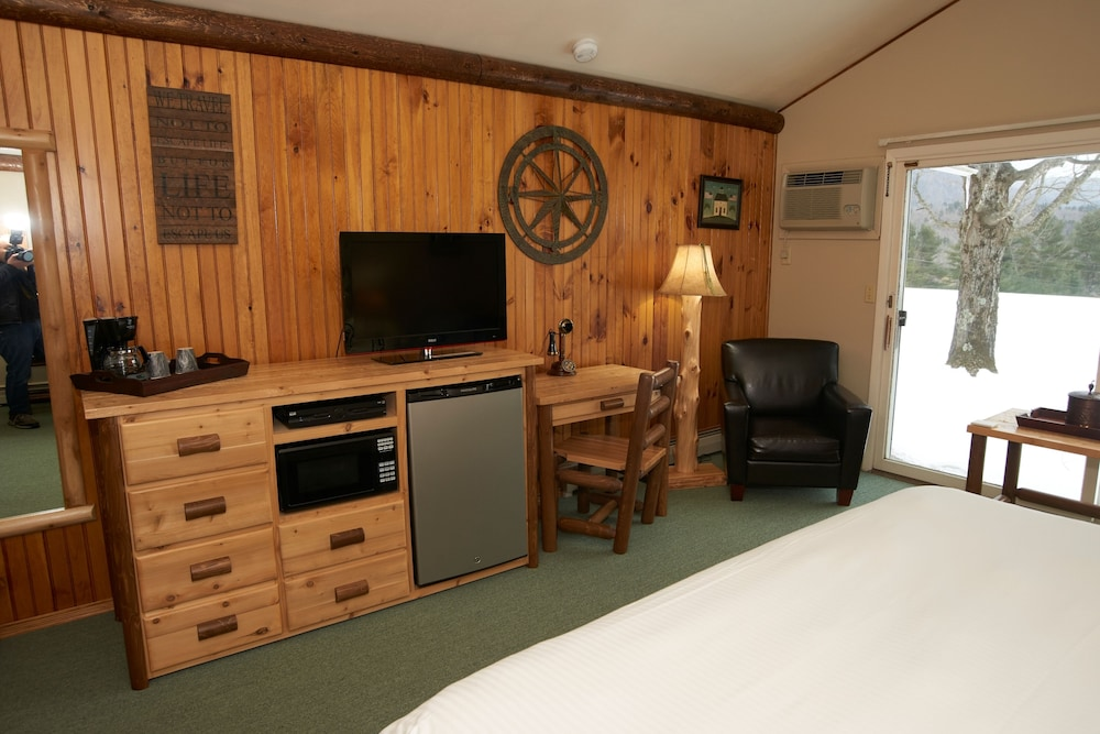 Room, North Shire Lodge & Mountain View Pub