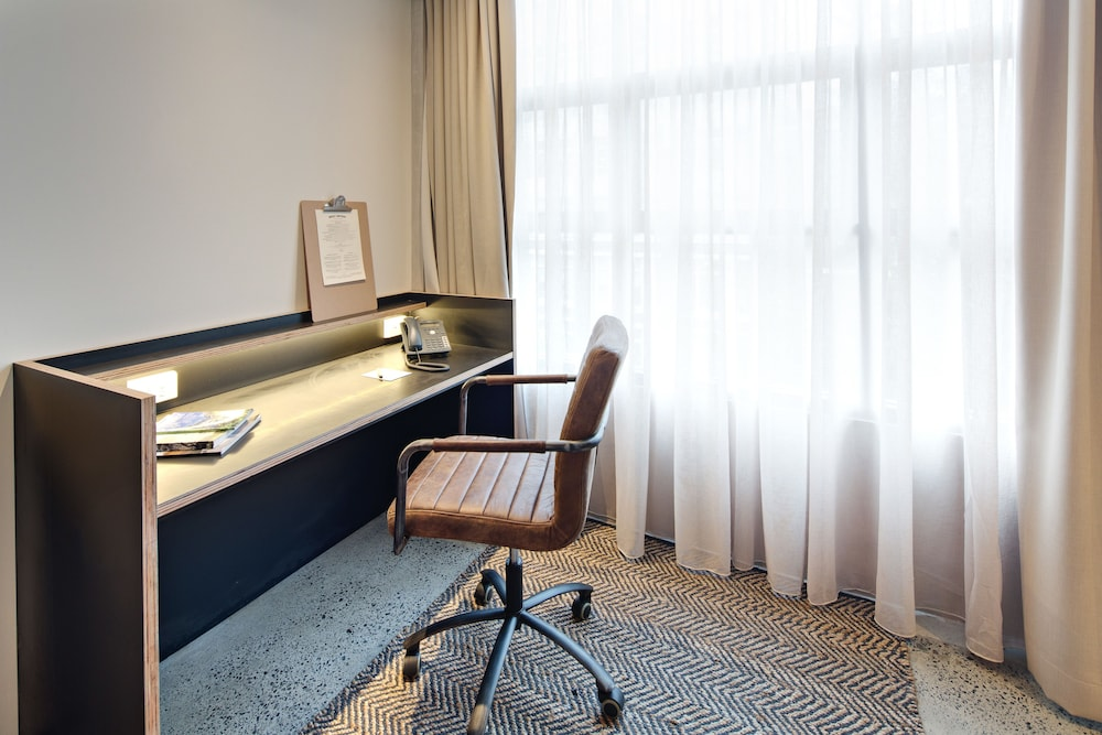 In-Room Business Center, Zara Tower - Luxury Suites and Apartments