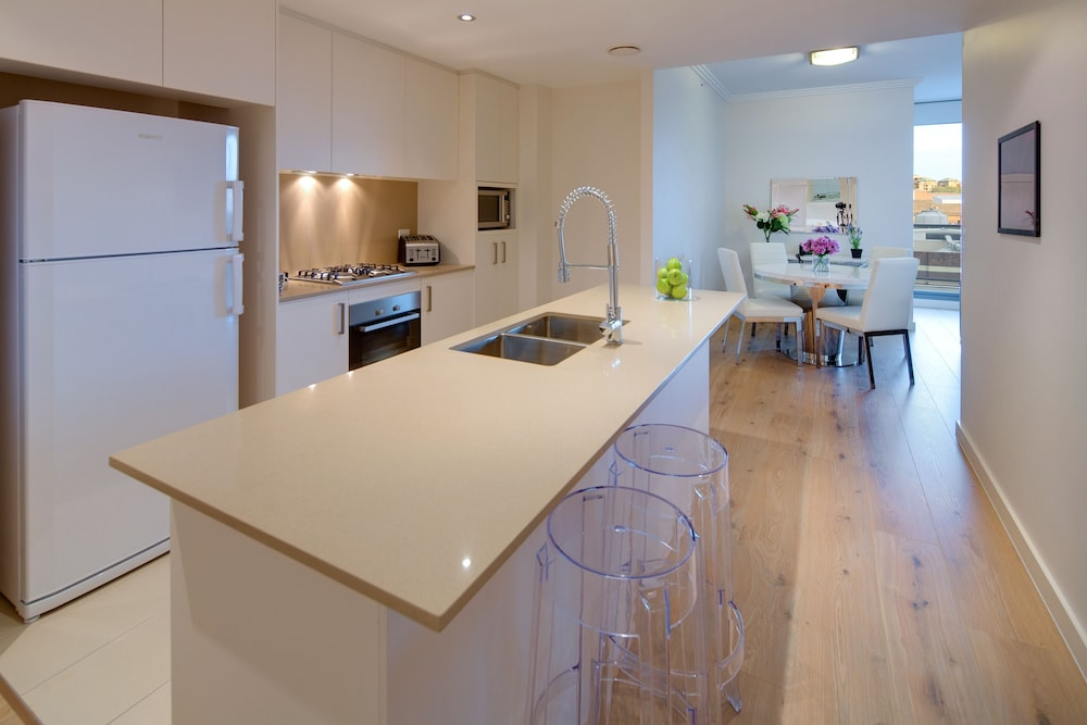 Private Kitchen, Zara Tower - Luxury Suites and Apartments