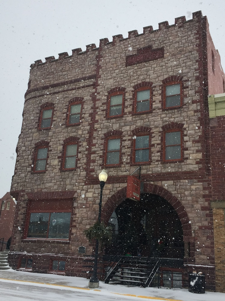 Front of Property, Historic Calumet Inn