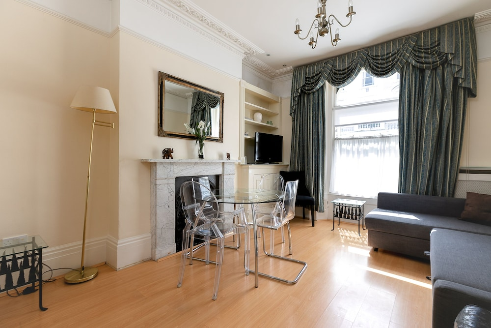 Street View Apartment, 2 Bedrooms   Featured Image ...