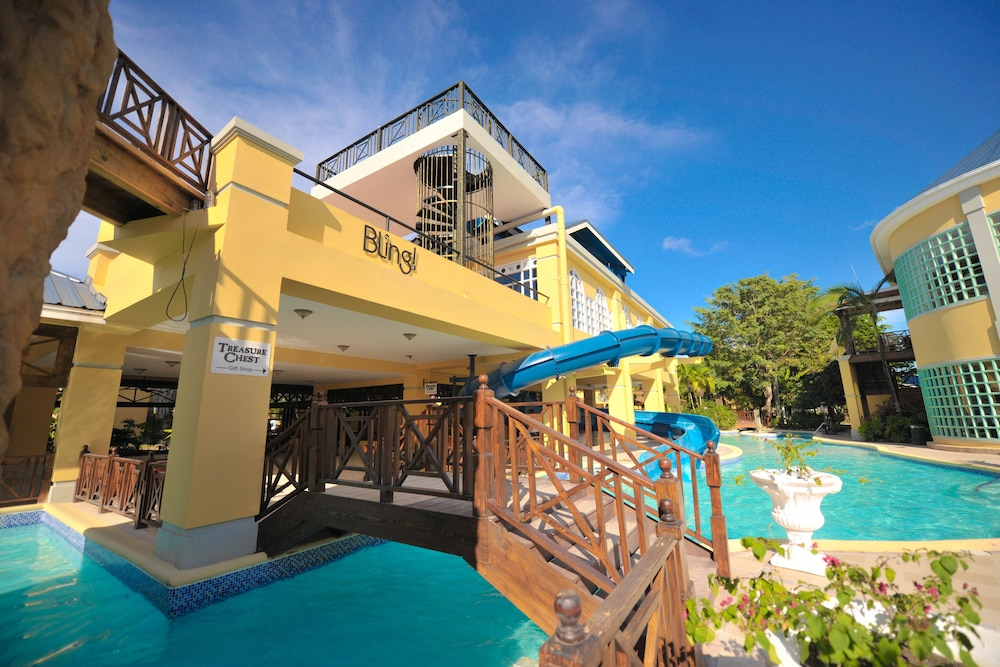 Nightclub, Jewel Paradise Cove Adult Beach Resort & Spa – All Inclusive