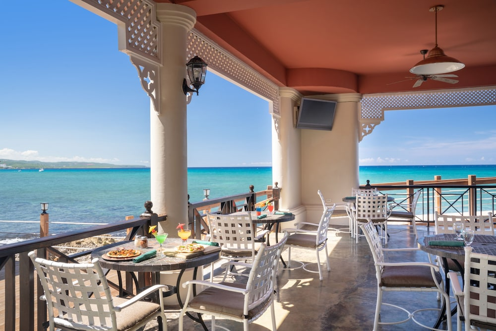 Dining, Jewel Paradise Cove Adult Beach Resort & Spa – All Inclusive