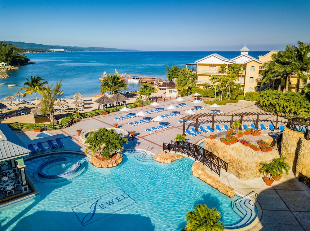Pool, Jewel Paradise Cove Adult Beach Resort & Spa – All Inclusive