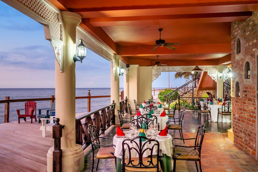 Outdoor Dining, Jewel Paradise Cove Adult Beach Resort & Spa – All Inclusive