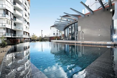 Astra Apartments - St Kilda Rd