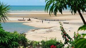 Beach nearby, white sand, beach towels, beach volleyball