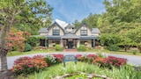 Eight Gables Inn - Gatlinburg Hotels