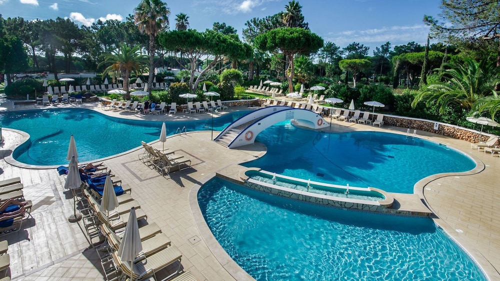 Outdoor Pool, Four Seasons Country Club