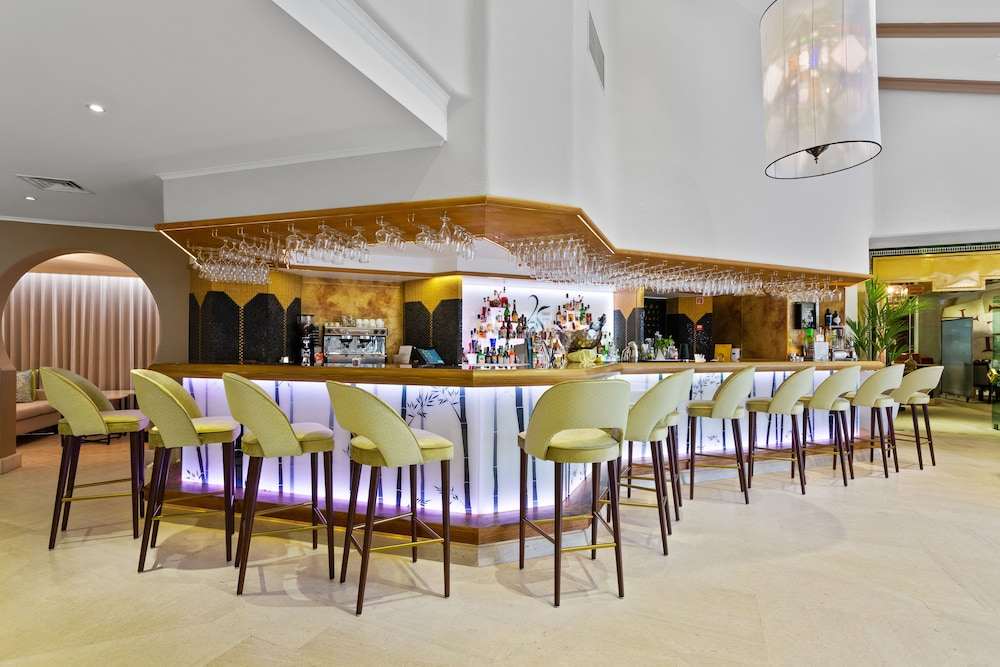 Bar, Four Seasons Country Club
