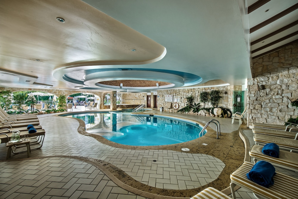 Indoor Pool, Four Seasons Country Club