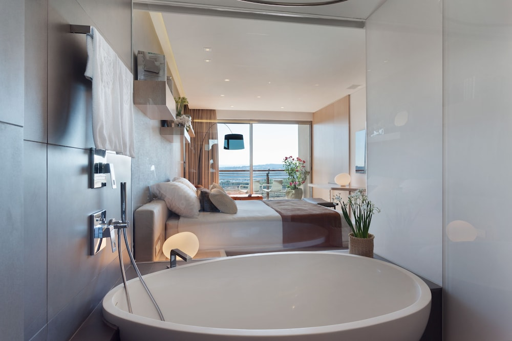 Deep Soaking Bathtub, Cramim Resort & Spa