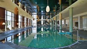 실내 수영장, 야외 수영장, 수영장 파라솔, 일광욕 의자