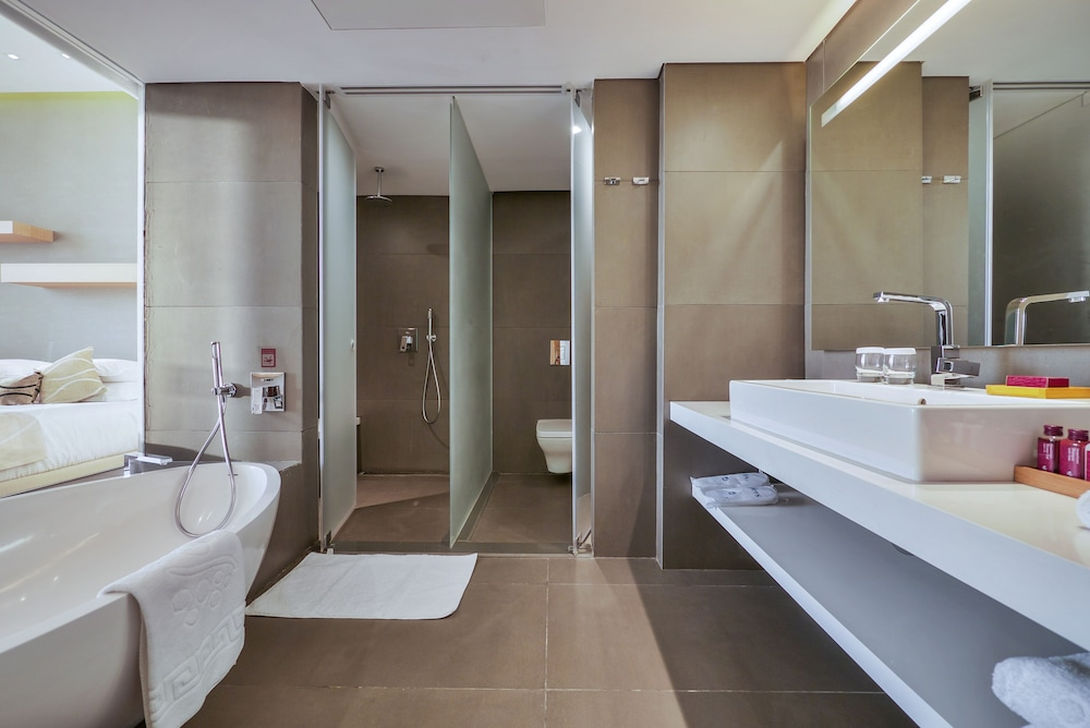 Bathroom, Cramim Resort & Spa